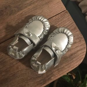 Robeez silver moccasin walker shoes 18-24 months